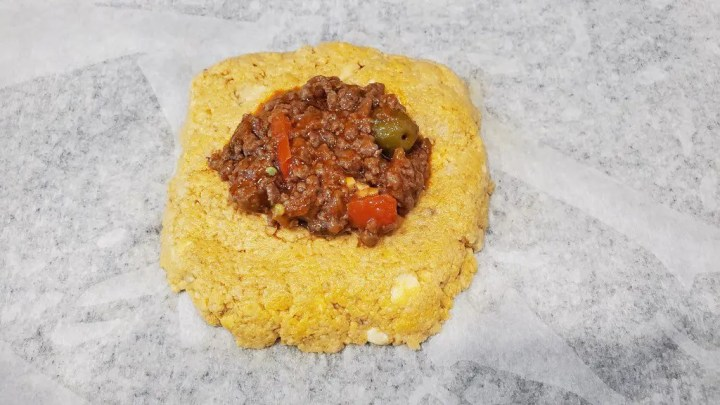 This is how to add the picadillo or ground beef to the alcapurria dough.