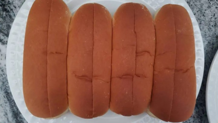 These are the split top buns used in this Brazilian hot dog recipe.