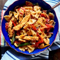 One Pot Creamy Chicken Fajita Pasta