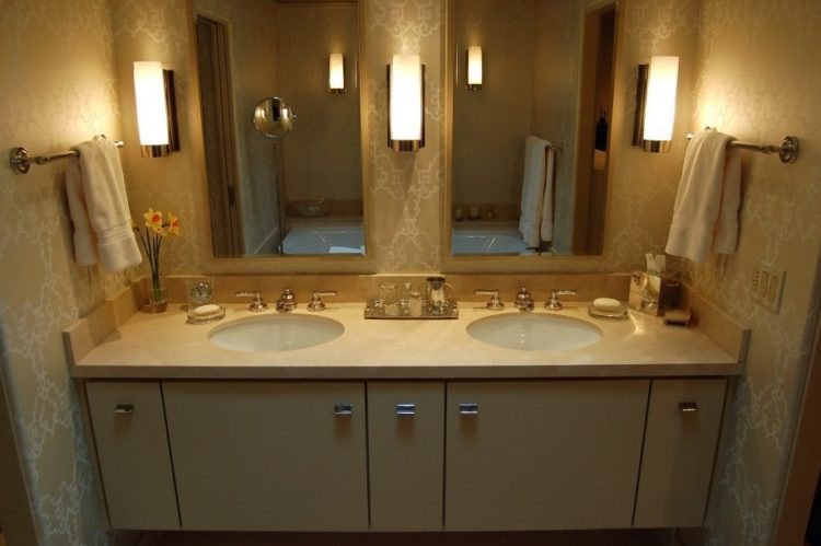 Enjoy Your Bath Time With These Beautiful Design of Bathroom Mirror Ideas 19