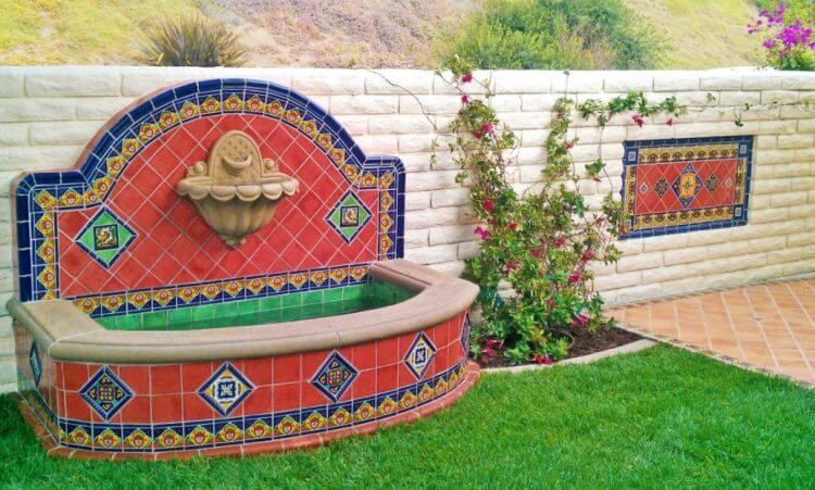 21 Backyard Wall Fountain Ideas to Wow Your Visitors - TSP ... on Backyard Feature Walls id=50431