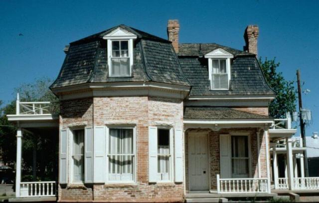 Everything You Have to Know About Mansard Roof 3