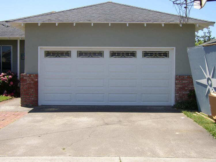 10 Astonishing Ideas for Garage Doors to Try at Home 8