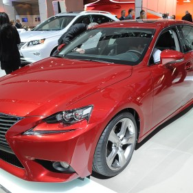 03-2014-lexus-is-300h-detroit
