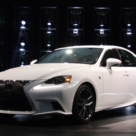 2014-lexus-is-detroit-2013---01