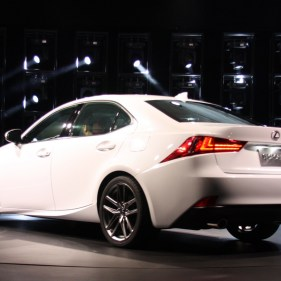 2014-lexus-is-detroit-2013---07