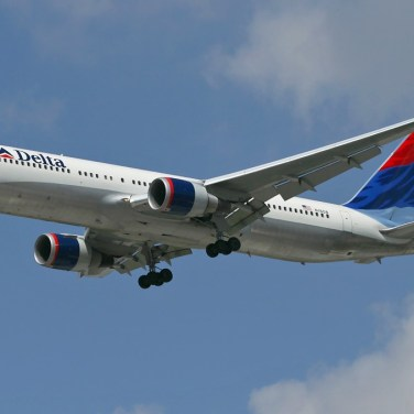 Delta Air Lines 767 on Short Final to Ben Gurion