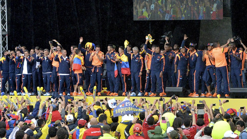 SMADE SPORTS - 2014 FIFA WORLD CUP - COLOMBIA NATION TEAM CELEBRATES ACCOMPLISHMENTS - WWW.SMADEMEDIA (12)