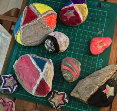 coloured pebble patterns