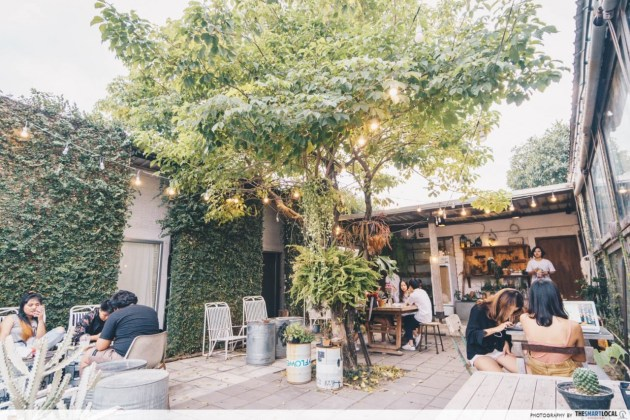 The Barn Eatery & Design Cafe - dining outdoors