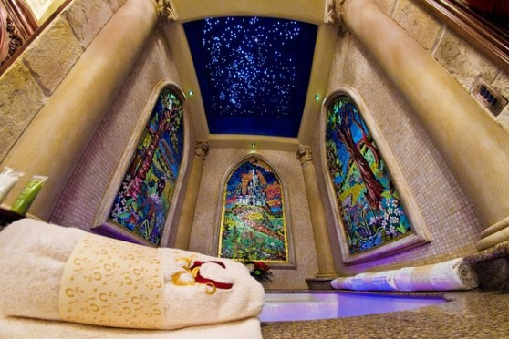 b2ap3_thumbnail_cinderella-castle-suite-bathroom-tub-3-M.jpg