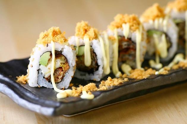 b2ap3_thumbnail_standing-sushi-bar_20140606-104119_1.jpg