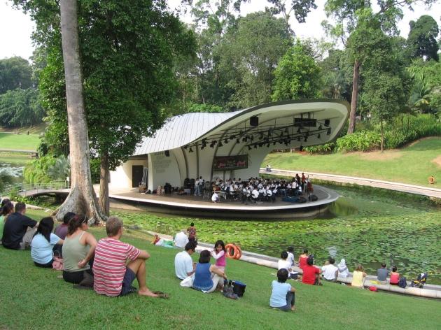b2ap3_thumbnail_Singapore_Botanic_Gardens_Symphony_Lake_21_Sep_06.JPG