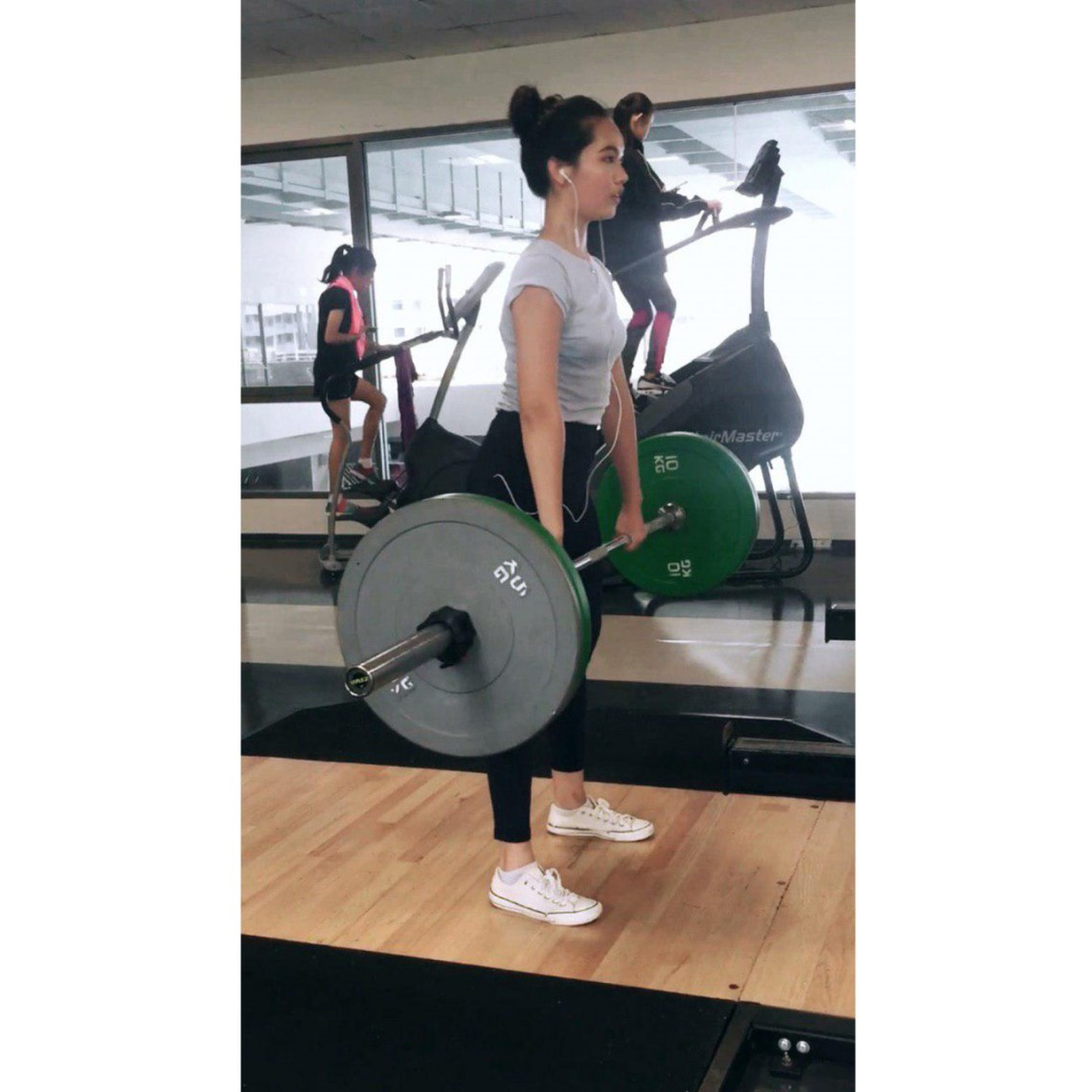 deadlifting at the gym