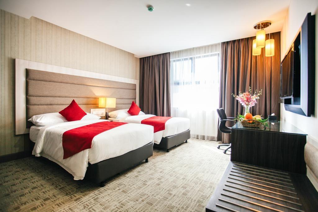 verdant hill hotel room
