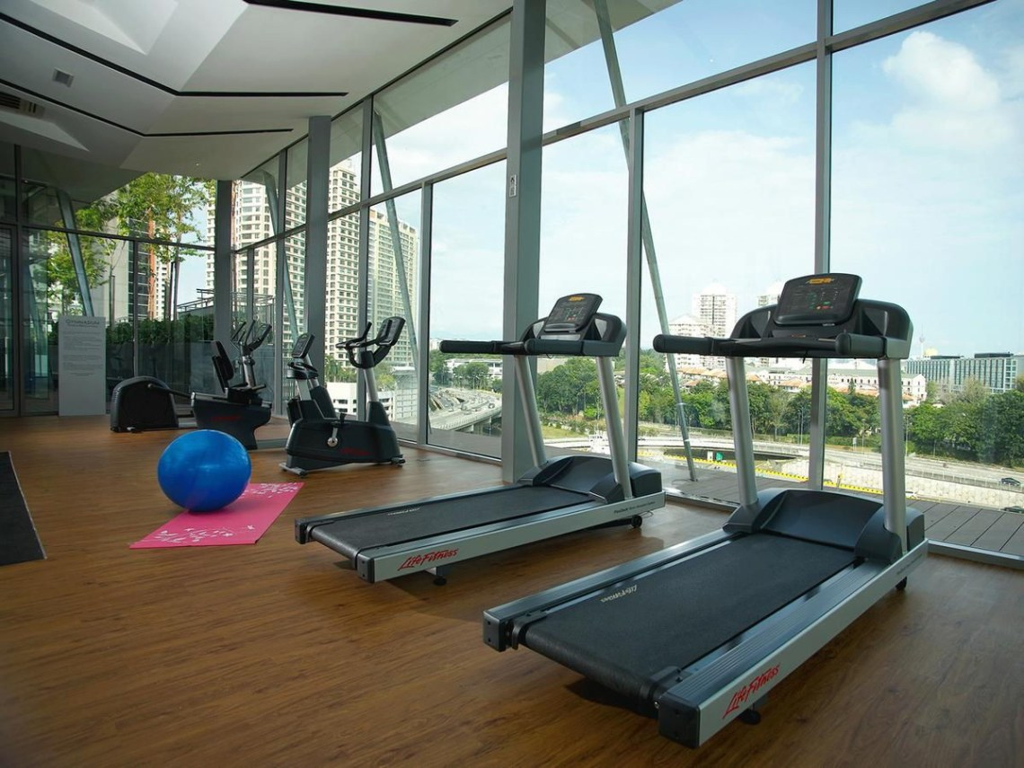 signature hotel and suites gym