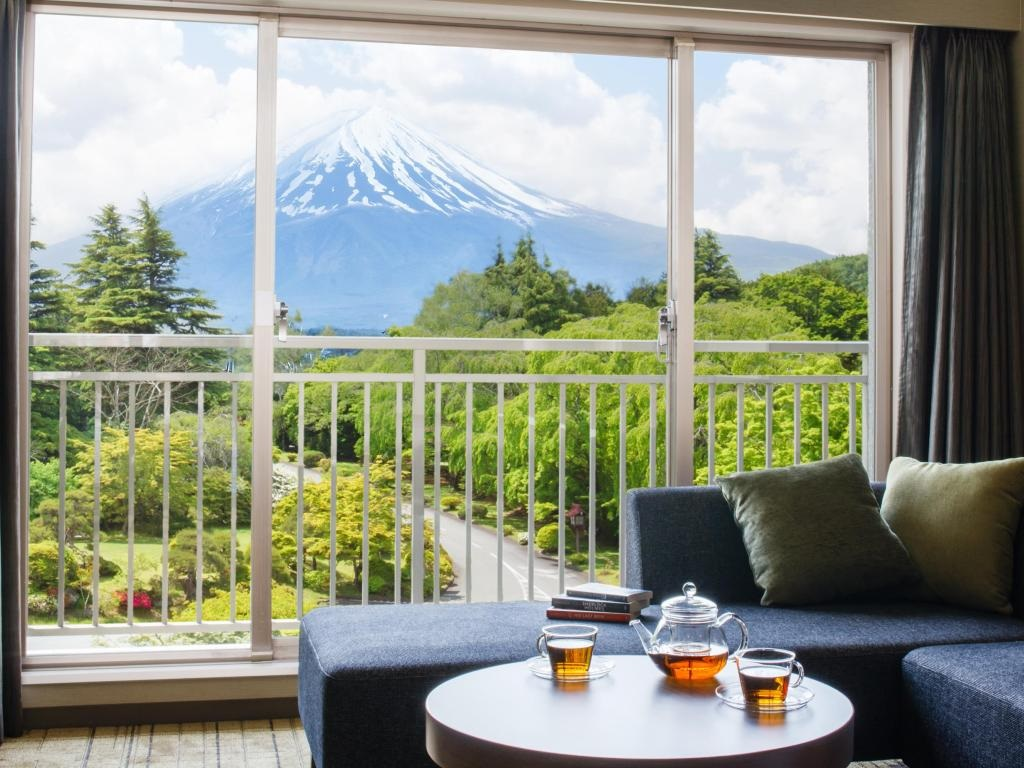 10 Hotels In Japan With Views Of Mount Fuji That Look Straight Out Of A Postcard fuji view hotel