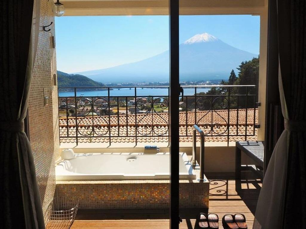 10 Hotels In Japan With Views Of Mount Fuji That Look Straight Out Of A Postcard la vista balcony