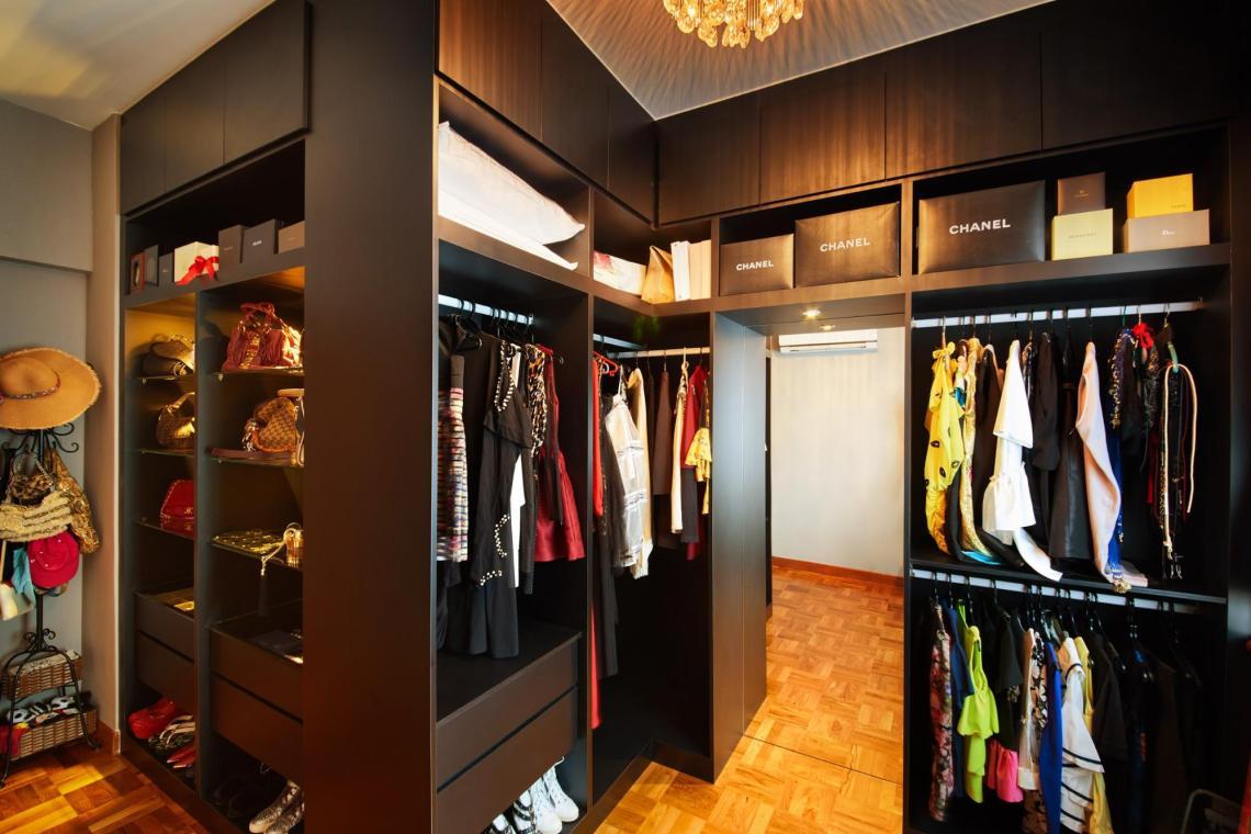 hdb renovation - floor to ceiling shelves in bedroom