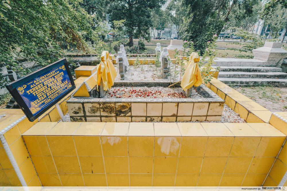 interesting singapore sites - jalan kubor cemetery tomb of tengku aysha