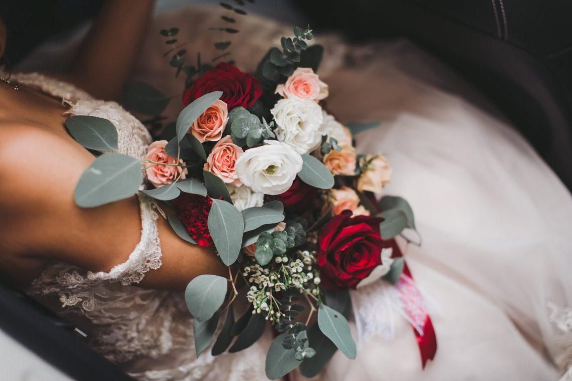 listoria floral knotties frame