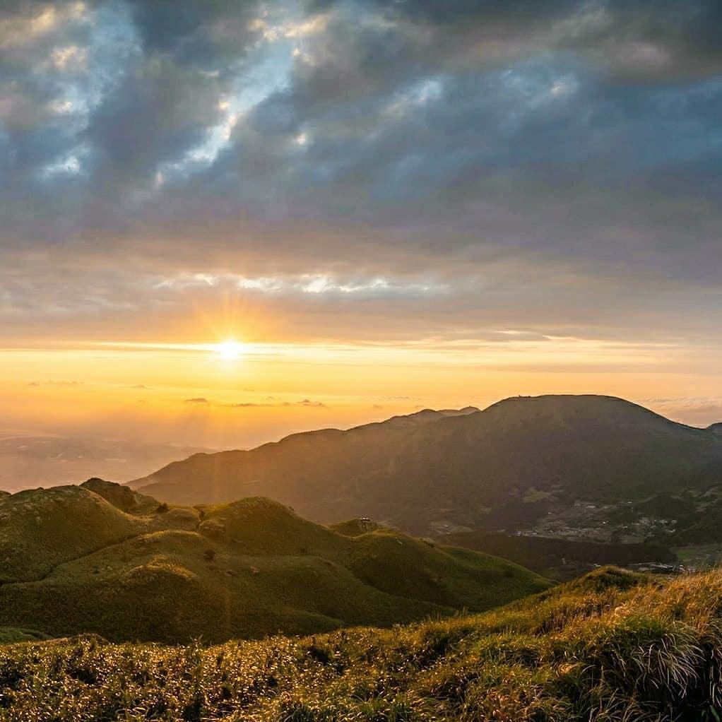 Qixingshan Trail - leads to the highest peak of Yangmingshan