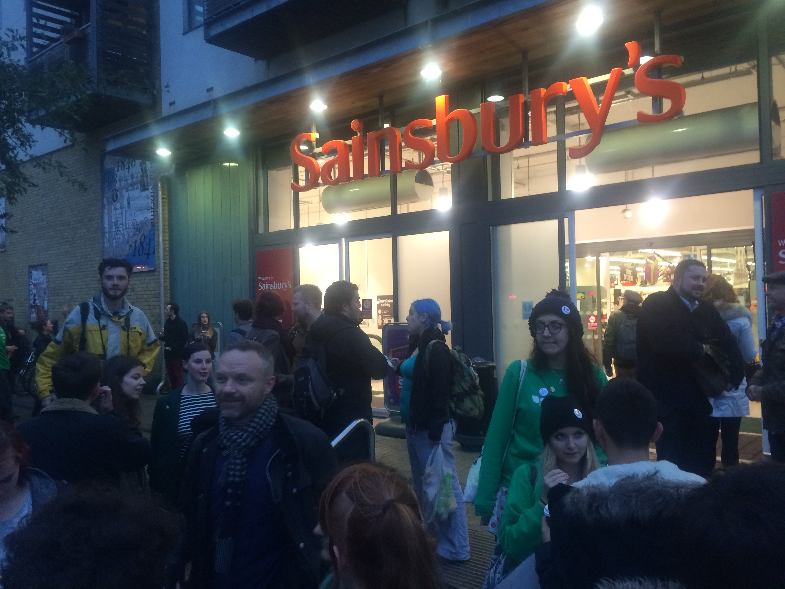 Hundreds Check Out Sainsbury S Kissin Protest Against