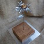 Flores de hojalata Primula Kardinsky escultura hecha con esparto y aluminio