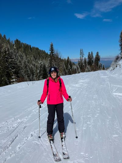 Nikki from The Smiling Food Journal on the ski road