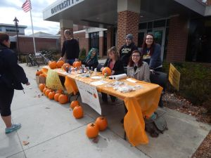 Amnesty International Club held a fundraiser to benefit refugees through help from Church World Services. The club had pumpkins available for students to paint and carve in celebration of Fall. (Kelsey Bundra/ Snapper)