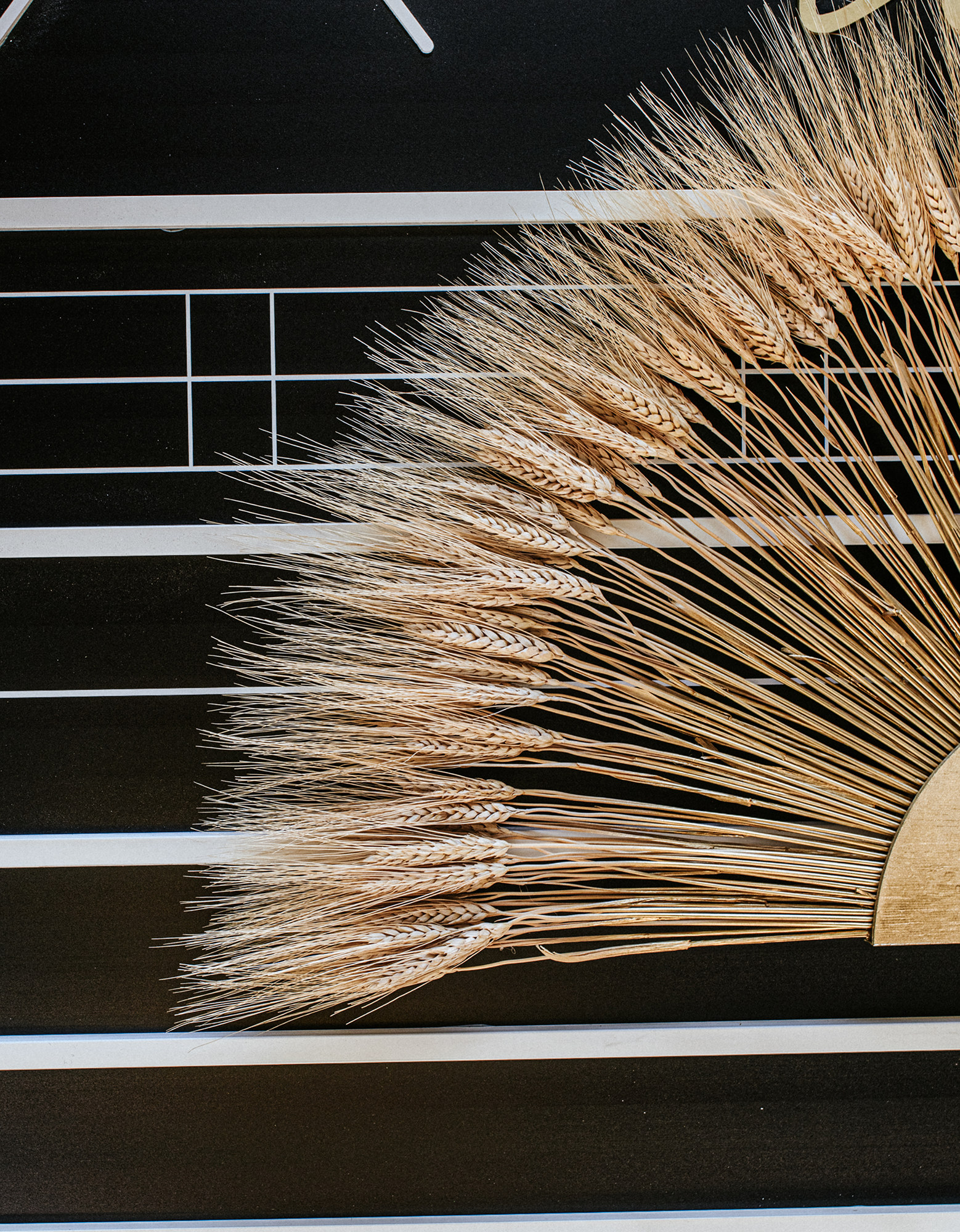 Wheat fan decoration for black and white wedding