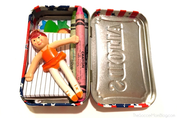 Just the right size for all of your travelers to pack their Road Trip essentials! A fun and easy Altoids tin craft. #RoadTripHacks #Randalls #ad