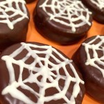 "Halloween Chocolate Dipped Peanut Butter Crackers – ""Spiderweb Cookies"""