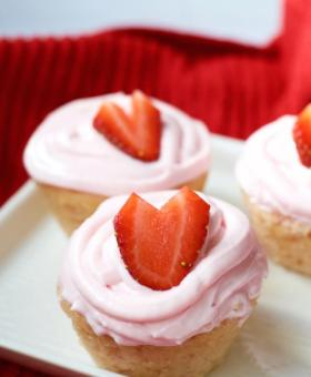 Gluten Free Strawberry Cupcakes with Fresh Strawberry Icing