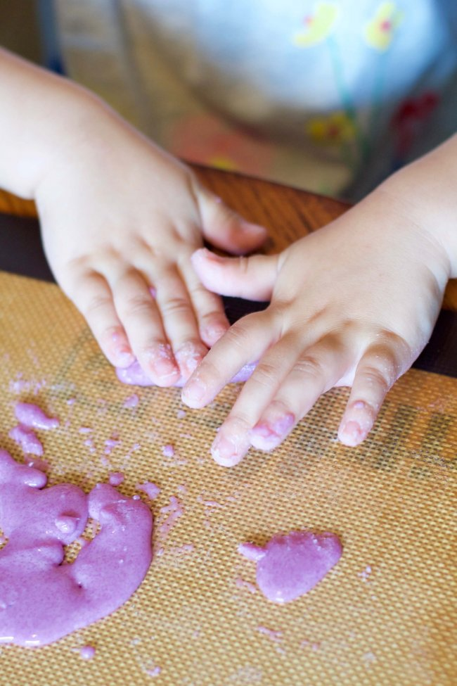 Easy, non-toxic, & only 3 ingredients! This recipe for edible silly putty changes colors while you mix it! A fun, safe slime alternative (No glue required!)