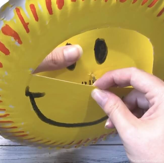 Making a paper plate sun craft & You Are My Sunshine\