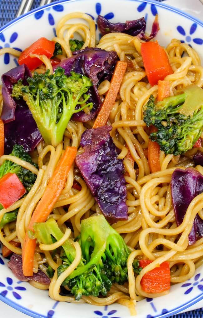 close up of lo mein on plate