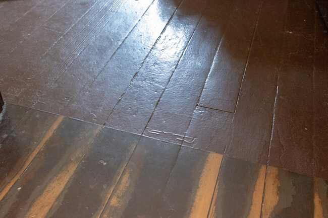 Unfinished look - farmhouse kitchen wooden floors