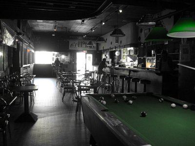 (Memphis dive bar)
