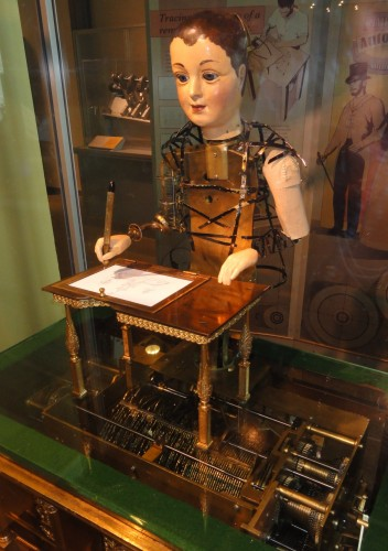 Henri_Maillardet_automaton,_London,_England,_c._1810_-_Franklin_Institute_-_DSC06656