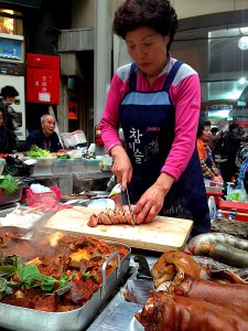 Seoul, Korea: Gwangjang Market, Slicing Stuffed Squid