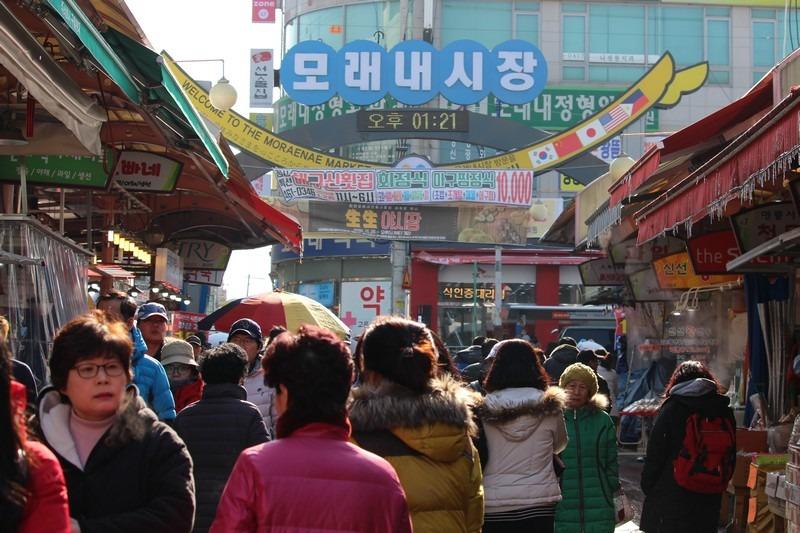 Moraenae Market, Namdong-gi, Incheon, Korea: Korean ddeok