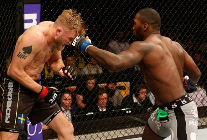 https://i1.wp.com/thesource.com/wp-content/uploads/2015/01/Alexander-Gustafsson-Anthony-Johnson1.jpg?resize=723%2C488