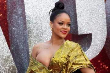 Rihanna Trolls Flight Passengers Trying to Watch the Super Bowl