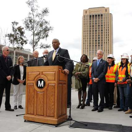 Secretary Foxx talks about the importance of investing in infrastructure with Metro Board Chair and Los Angeles Mayor Eric Garcetti and Metro Board members, Supervisor Michael Antonovich, Los Angeles City Councilman Paul Krekorian, Jacquelyn Dupont-Walker and Metro CEO Phil Washington. Photo: Juan Ocampo/Metro