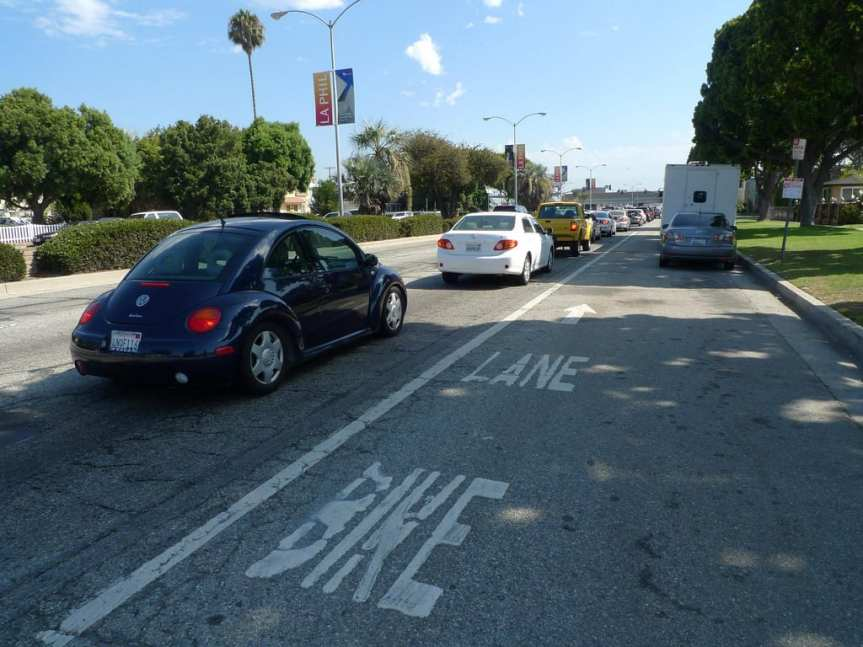 Who won this war? Venice Boulevard: a bike lane sandwiched by three car traffic lanes and a car parking area. Photo by Mark Hogan, via Flickr creative commons.
