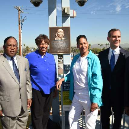 From left to right: Metro Board Member Jackie Dupont-Walker, Metro Board Chair & L.A. County Supervisor Mark Ridley-Thomas, Lorraine and Phyllis Bradley, Metro Board Member & Mayor of Los Angeles Eric Garcetti, Metro CEO Phil Washington. Photos: Luis Inzunza/Metro