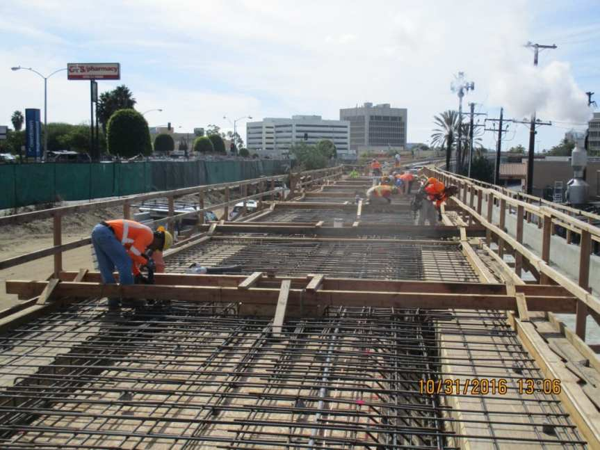 la-brea-bridge-crews-prepped-platform-deck-and-formed-bulkheads-for-upcoming-concrete-placements