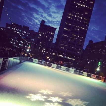 Photos: Holiday Ice Rink DTLA Instagram.