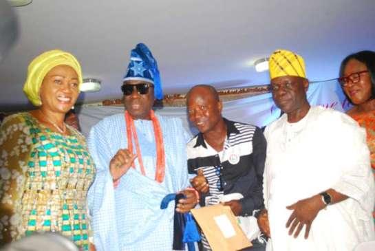 Senator Oluremi Tinubu,Oba Rilwan Akiolu,Oba of Lagos, Mr.Toyin Aweda and Alhaji Tunde Balogun